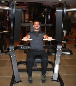 Die 'Großen', wie Fitness-Trainer Jonas Meichel, freuen sich über neueste professionelle Geräte für das Training