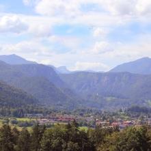 Ausblick über Bayerisch Gmain und das Reichenhaller Tal mit seiner Bergwelt.