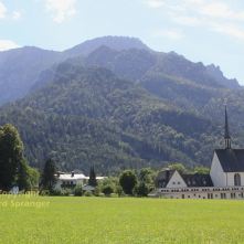 Kirche Bayerisch Gmain mit Predigtstuhl